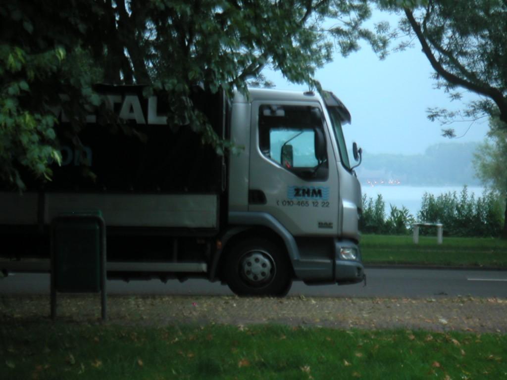 Vrachtwagen staat op de verkeerde plaats
